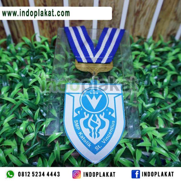 Medali-Wisuda-Akrilik-SMP-Murah