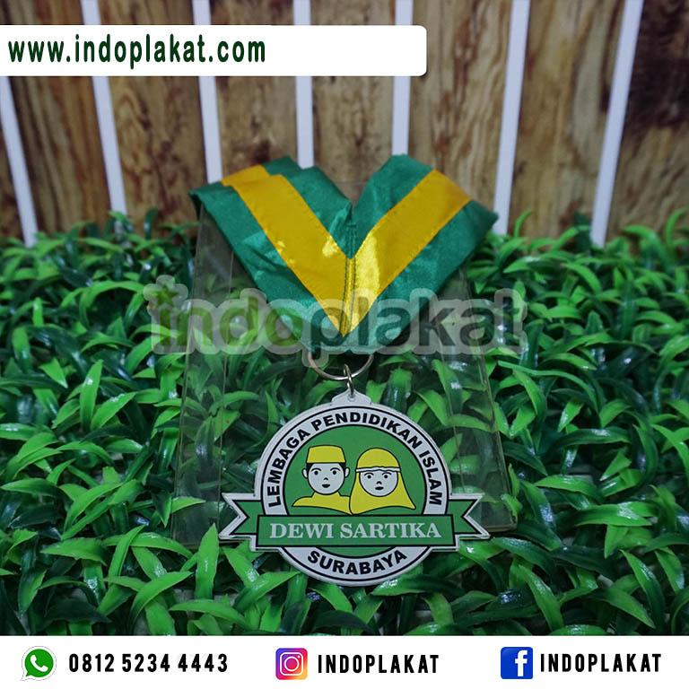 Harga-Pembuatan-Medali-Wisuda-Akrilik-Murah-Untuk-Paud-TK-SD-Surabaya
