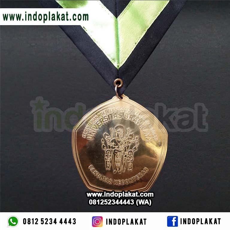 Harga Jual Medali Kuningan Logam Murah Untuk Wisuda Universitas Brawijaya Malang Surabaya Jogja Solo Semarang Banyuwangi Lamongan