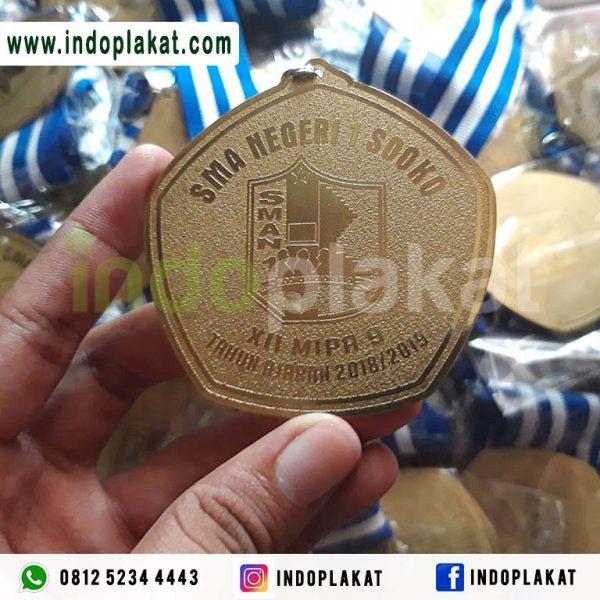 Jual Medali Kuningan Murah Mojokerto Jombang Kediri Pacitan Malang Lamongan Gresik Nganjuk Bojonegoro