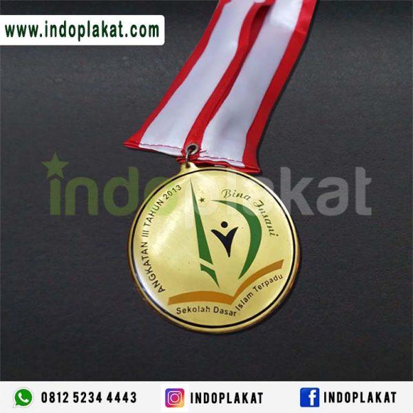 Medali Mas Medali Emas Medali Wasit Medali Cso Medali Murah Harga Medali Kuningan Cara Membuat Medali Kuningan Medali Perak Indonesia Medali Olimpiade Medali Plastik Medali Akrilik Harga Medali