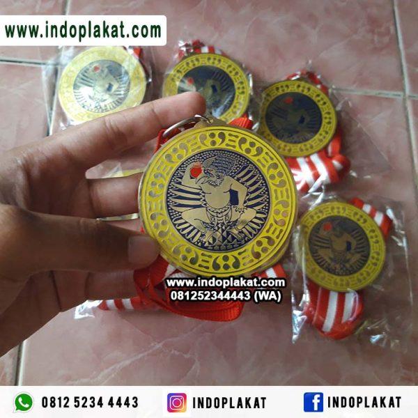 Pusat Bikin Pesan Jual Medali Wisuda Kampus Universitas Paud TJ SD SMP SMK SMA Madrasah Murah Bahan Kuningan