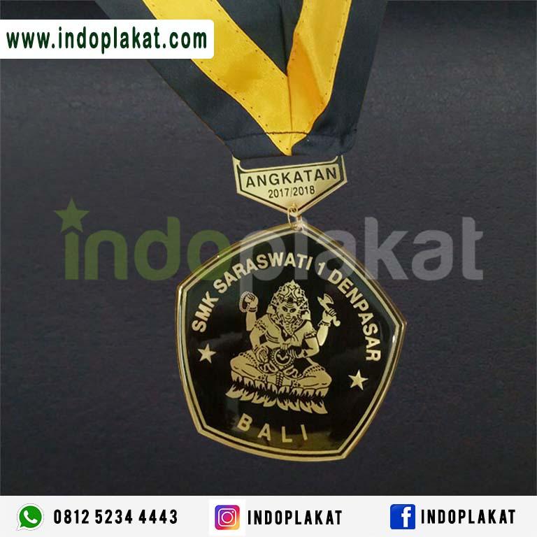 Tempat Jual Medali Kuningan Murah Untuk Wisuda di Bali Denpasar Lombok NTT NTB Kupang Ternate Lombok