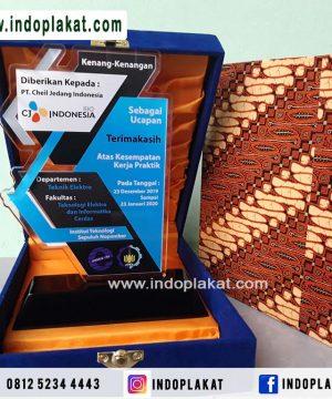 Jual-Plakat-Akrilik-Acrylic-Untuk-Kenang-Kenangan-Magang-KKN-PPL-PKL-Solo-Semarang-Jogja-Banjarmasin-Blitar