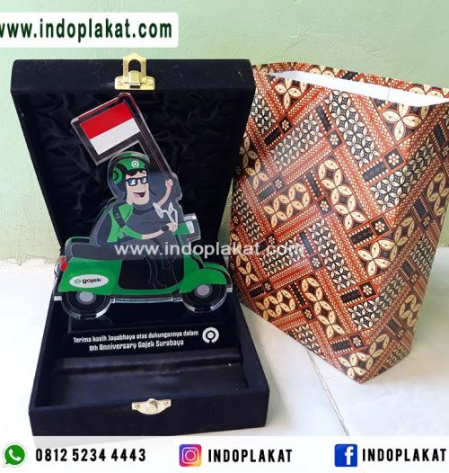 Plakat-Akrilik-Souvenir-Cinderamata-Gojek-Grab-Indonesia